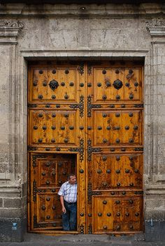 City Amazing doors in Mexico City ✨✨ On the pedestrian walk way in the historical district.Amazing doors in Mexico City ✨✨ On the pedestrian walk way in the historical district. Cool Doors, Unique Doors, Porches, Doors Galore, 3d Modelle, Windows And Doors, Big Doors, Front Doors, Spanish Colonial