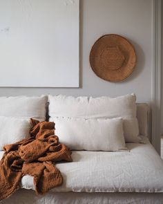 's gorgeous home nails the warm minimalism trend with tactile linens and rust accents Home Decor Signs, Cheap Home Decor, Living Room Sofa, Living Room Decor, Ikea Soderhamn, Söderhamn Sofa, Ikea Sofa Covers, White Sofas, Dark Interiors