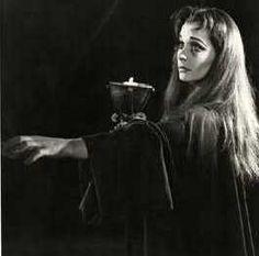 Vivien Leigh as Lady Macbeth, sleepwalking Shakespeare Words, Shakespeare Macbeth, Royal Shakespeare Company, William Shakespeare, Shakespeare Plays, Macbeth Ambition, Three Witches, King Lear, Vivien Leigh