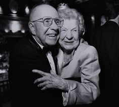 I love cute old couples in love :)