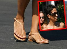 Hollywood's Ugliest Hooves: Celebs Whose Feet Really Stink! Girly Outfits, Cute Casual Outfits, Pretty Outfits, Fashion Outfits, Halle Berry Feet, Celebrity Feet, Celebs, Celebrities, Fotografia