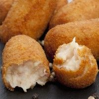 Fondant croquettes at Kiri Köstliche Desserts, Delicious Desserts, Yummy Food, Dinner Recipes Easy Quick, Easy Meals, Simple Meals, Les Croquettes, Tapas Recipes, Best Appetizers