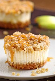 25 Mini Cheesecake Recipes: Bite Sized Desserts - The Daily Spice Looking for the perfect party treats? Then try your hand at one of these 25 cute and easy mini cheesecake recipes. They're the perfect bite sized dessert! Easy Mini Cheesecake Recipe, Apple Crisp Cheesecake, Mini Cheesecake Cupcakes, Caramel Apple Cheesecake Bars, Cheesecake Crust, Carrot Cake Cheesecake, Raspberry Cheesecake, Thanksgiving Desserts Easy, Fall Desserts