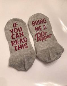 If you can read this bring me a Dr Pepper socks // mom socks // gifts for dad // gifts for mom // Dr pepper gifts // white elephant gifts Diet Dr Pepper, Dr. Pepper, Boyfriend Humor, Boyfriend Birthday, Mom And Dad, Gifts For Dad, Mother Day Gifts, Stuffed Peppers, Gift Ideas