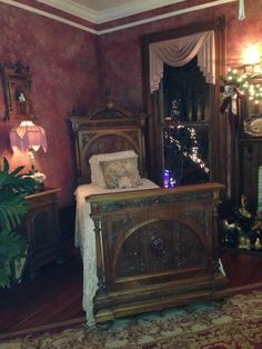 Victorian bedroom, I want to spend the night in this room