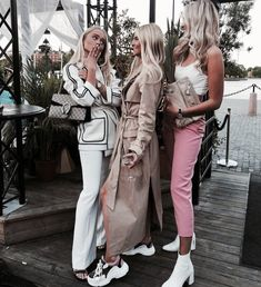 Uploaded by Find images and videos about girl, fashion and style on We Heart It - the app to get lost in what you love. 90s Fashion, Fashion Outfits, Womens Fashion, Fashion Killa, Fashion News, Girl Fashion, Instagram Girls, Disney Instagram, Gal Pal