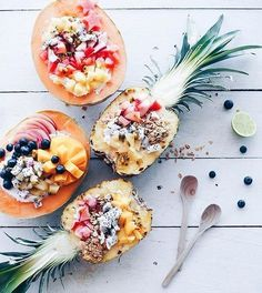 these fruity pineapple smoothie bowls look amazing. credit:talinegabriel