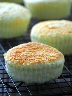 This is the recipe for the softest, fluffy and most delicate mamon. Buttery with a hint of cheese, these moist little cakes will truly delight you. Pinoy Dessert, Filipino Desserts, Filipino Recipes, Filipino Food, Pinoy Recipe, Chinese Recipes, Banana Bread Recipes, Cake Recipes, Dessert Recipes