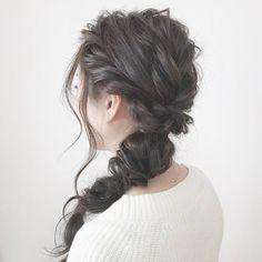 今回ご紹介するのは @ayumi_hiraokaさんのヘアアレンジ。 360度どこから見ても美しいサイドダウンアレンジは 金曜日で疲れている女性にも美しさをプラスしてくれます。  #regram #locari #locari_hair #ロカリ #ロカリヘア #ヘア #ヘアスタイル #ヘアカラー #ヘアアレンジ  #ダウンスタイル #簡単アレンジ #hair #hairarrange #haircolor #hairstyle