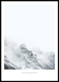 poster mit fotokunst mit sch nem naturmotiv eines schneebedeckten berges macht in einem. Black Bedroom Furniture Sets. Home Design Ideas