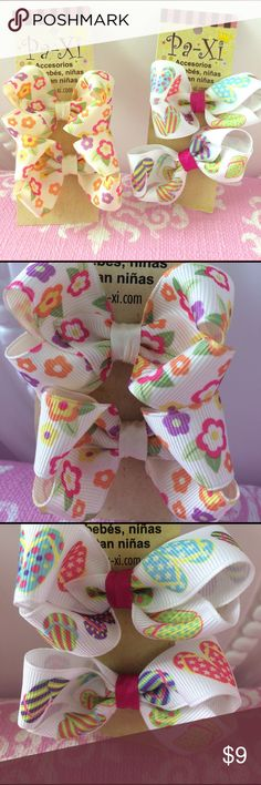 ☀️Sun Lovin Bow clip set 🎀 4 bow clips (2 pairs) featuring spring flowers and colorful flip flops. Clips are easy to use and hold hair well while keeping the little ones comfortable! Also can be used for adults! If interested in customizing a bundle, please comment and I am happy to work with you 😊. Paxi Accessories Hair Accessories