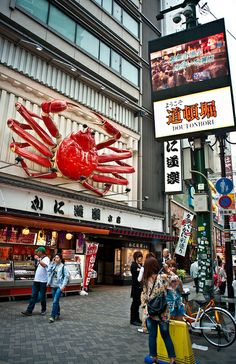 Kani Doraku, crab restaurant in Dotonbori, Osaka, Japan かに道楽 - Been there, eaten that.. delicious. Crab served in shell but all pre-cracked ready 2 eat!