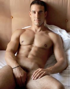 male-naked-in-bed
