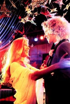 Prom Night with Carrie- Tommy and Carrie- Sissy Spacek and William Katt Dance Carrie Movie, I Movie, Sissy Spacek, Carrie White, Image Film, Office Movie, Scary Movies, Teen Movies, Comedy Movies
