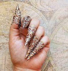 Hand Jewelry, Cute Jewelry, Jewelry Accessories, Jewelry Design, Jewelry Rings, Fashion Accessories, Bullet Jewelry, Black Gold Nails, Black Gold Jewelry