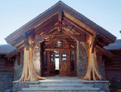 Exterior casa rustica din lemn si piatra