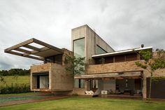 Galeria da Arquitetura | Casa MP - Os idealizadores queriam um projeto com grandes aberturas para que o interior recebesse iluminação natural