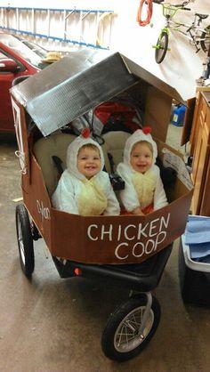 The cheekiest little chickens! Stroller Halloween Costumes, Stroller Costume, Twin Costumes, Twin Halloween, Baby Halloween Outfits, Animal Halloween Costumes, Theme Halloween, Halloween 2014, First Halloween