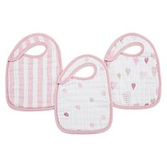 aden + anais's Heartbreaker Classic Muslin Snap Bib is easy to fasten onto your little one so they can make less of a mess of their clothes while eating. Each of the included 3 pre-washed bibs feature a unique design.