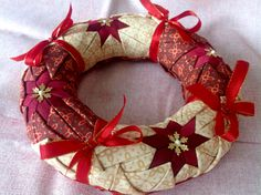 PW věneček 4th Of July Wreath, Wreaths, Quilts, Home Decor, Homemade Home Decor, Comforters, Door Wreaths, Patch Quilt, Kilts