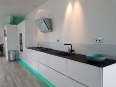 Blij met mijn nieuwe keuken #glazenachterwand  #glazenkeukenblad #wit #keuken #werkblad #glazz #matzwart #modern #strak #blij Double Vanity, Bathroom, Modern, Kitchen, Washroom, Trendy Tree, Cooking, Full Bath, Kitchens