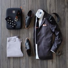 Image may contain: shoes Men Fashion Show, Mens Fashion Suits, Men's Fashion, Mcgregor Suits, Meeting Outfit, Grey Chinos, Mens Suit Vest, Fashion Network, Cool Suits