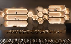 Jewellery Shop Design, Jewellery Showroom, Jewelry Shop, Jewelry Stores, Wall Shelf Decor, Wall Shelves Design, Showroom Design, Office Interior Design, Chinese Tea Room