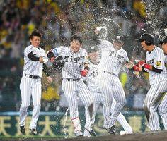 阪神・糸原がプロ初のサヨナラ打&本塁打 「決めてやるつもりで打席に入った」