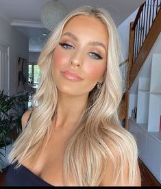 Glam Makeup Look, Makeup Looks, Pretty Blonde Hair, Blonde Moments, Blonde Hair With Highlights, Beach Hair, Cool Hair Color, Hair Designs, Hair Inspo