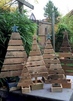 Wood Pallet Projects 18 Mind-Blowing Christmas Pallet Projects That Will Give A Festive Touch To Your Home Christmas Wood Crafts, Outdoor Christmas Decorations, Christmas Projects, Christmas Diy, Pallet Wood Christmas Tree, Pallet Tree, Pallet Ideas For Christmas, Christmas Tree Ideas For Small Spaces, Rustic Christmas Trees