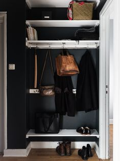 Beautiful Interior Design, Home Interior Design, Interior Decorating, Deco Boheme, Entrance Ways, Hanging Clothes, My Dream Home, Interior Inspiration, Small Spaces