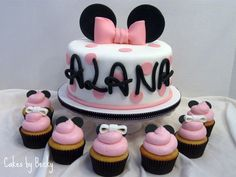 girls birthday cake minnie mouse birthday cake | cake and cupcakes designed to match the Birthday girl's outfit! Cake ...