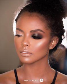Boa tarde Pessoal! Vamos começar a semana inspirados com essa beleza! Pigmento Antique Gold @maccosmetics Maquiagem em pele negra…