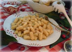 Szilvás gombóc és nudli Pasta Salad, Shrimp, Meat, Ethnic Recipes, Food, Crab Pasta Salad, Essen, Meals, Yemek