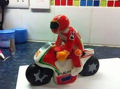 Afbeeldingsresultaat voor cake valentino rossi Bike Cakes, Valentino Rossi, Baby Car Seats, Bicycle Cake