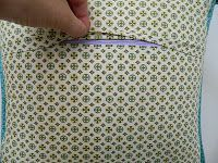 s.o.t.a.k handmade: installing zipper closure in a pillow cover {tutorial}