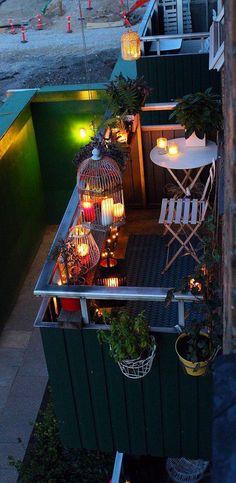 gem tliche sitzecke f r einen kleinen balkon balkon. Black Bedroom Furniture Sets. Home Design Ideas