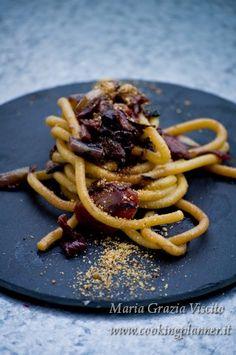 bigoli all'Amarone con radicchio, balsamico e granella di colombra