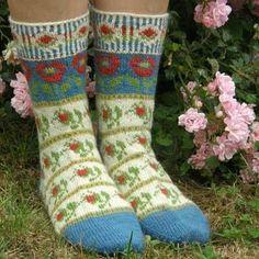 Roman de la Rose - socks http://www.renaissancedyeing.com/en/products/roman-de-la-rose-socks/