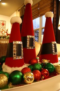 """Santa Hats! As the blogger says, """"they are stinkin' cauute""""!!! Can't wait for next year!!"""