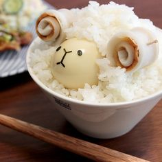 Ram rice with a quail egg and rolled fish cake Cute Food, Good Food, Yummy Food, Bento, Japanese Food Art, Food Decoration, Aesthetic Food, Aesthetic Pastel, Food Crafts