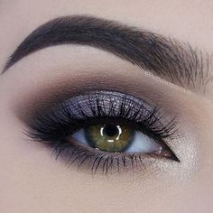 5 edle smokey eye make up Neuemodetrend Com # CLASSY . - Bookshelf Decor - Smokey Eye Make Up - Golden Necklake - DIY Hairstyles Long - DIY Interior Design Sexy Smokey Eye, Purple Smokey Eye, Smokey Eyes, Smokey Eye Makeup, Grey Smoky Eye, Black Smokey, Gorgeous Makeup, Pretty Makeup, Makeup Tricks