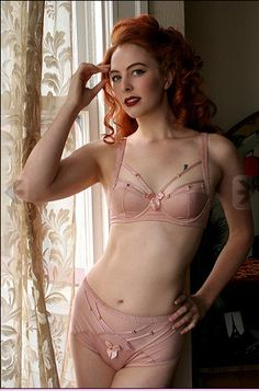 Pin-Up Style Strappy Bra | 35 Dreamy Wedding Lingerie Ideas