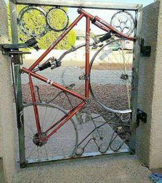 Gate made from recycled bike parts Metal Projects, Welding Projects, Diy Projects, Welding Ideas, Metal Crafts, Recycled Bike Parts, Weird Inventions, Scrap Metal Art, Bicycle Art