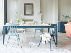 How many bums do you need to park? 6, 8 or 10? This extendable table does the lot. We love its inky blue legs and vintage-y parquet top.