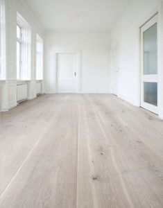 Extensive range of parquet flooring in Edinburgh, Glasgow, London. Parquet flooring delivery within the mainland UK and Worldwide. White Washed Pine, White Washed Floors, White Walls, Gray Walls, Style At Home, Timber Flooring, Flooring Ideas, White Flooring, White Hardwood Floors