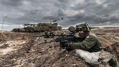 """3 tysiące żołnierzy z Polski i USA, najnowsze armatohaubice Krab i moździerze Rak, a także transportery Rosomak, wozy Bradley i czołgi Abrams - wszystko to można było zobaczyć podczas kończących się dzisiaj ćwiczeń 11 Lubuskiej Dywizji Kawalerii Pancernej o kryptonimie """"Borsuk 17""""."""