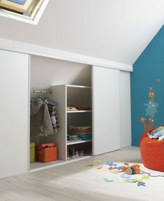 kinderzimmer Camerette per bambini in mansarda - Mansarda. Eaves Storage, Loft Storage, Couple Bedroom, Girls Bedroom, Bedroom Decor, Ikea Closet, Pink Bedrooms, Small Bedrooms, Master Bedroom Closet