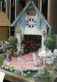 Maiden America: Museum of Dollhouses Miniature et Collectables autre Afficher Mini Fairy Garden, Fairy Garden Houses, Fairies Garden, Miniature Fairy Gardens, Miniature Houses, Mini Mundo, Fairy Village, Fairy Doors, Little Houses