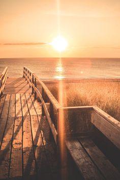 Sylt, abends am Strand, Wolldecke und kühler Rose dabei